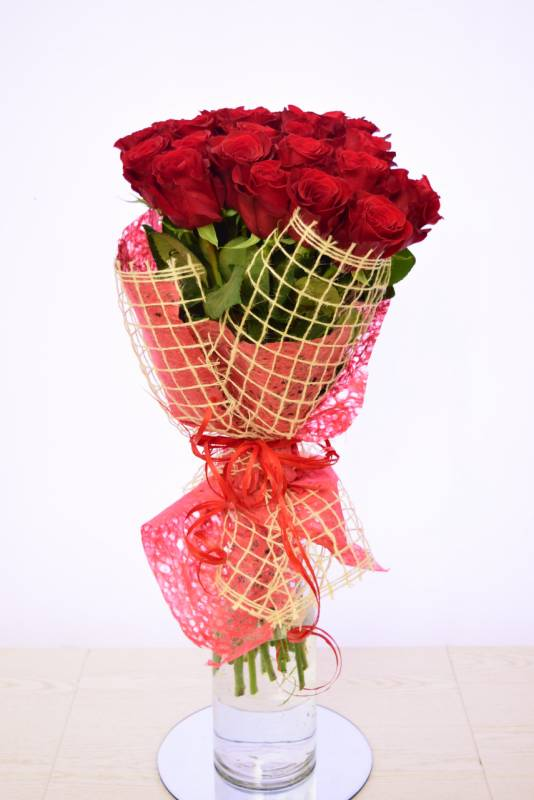 A simple bouquet of red roses